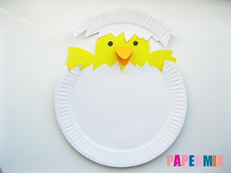 Как сделать цыпленка в яйце из цветной бумаги и тарелки - шаг 8