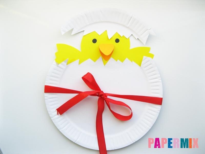 Как сделать цыпленка в яйце из цветной бумаги и тарелки - шаг 9